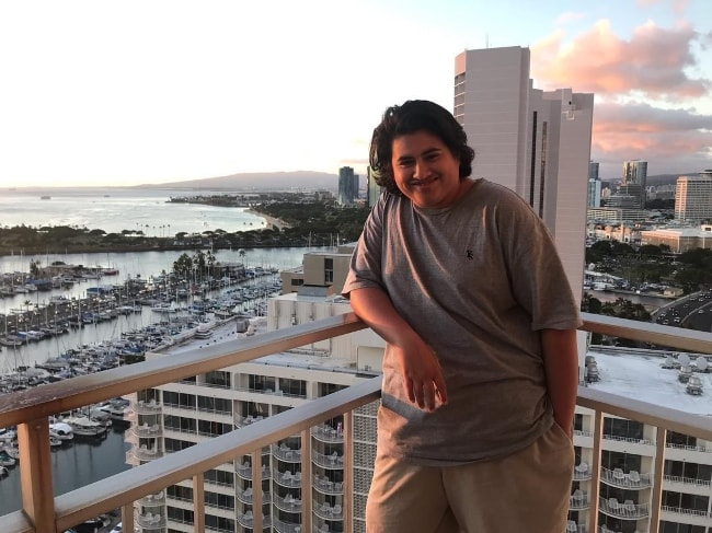 Julian Dennison posing while in Hawaii in December 2018