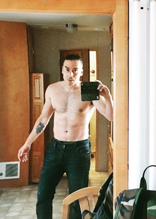 Kirk Acevedo in an Instagram Mirror Selfie in March 2019