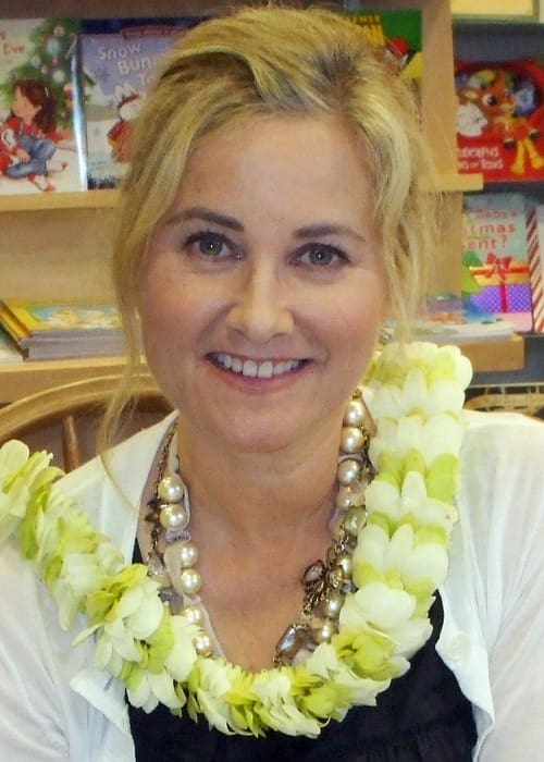 Maureen McCormick at Borders Express Queen Kaahumanu Center in December 2009