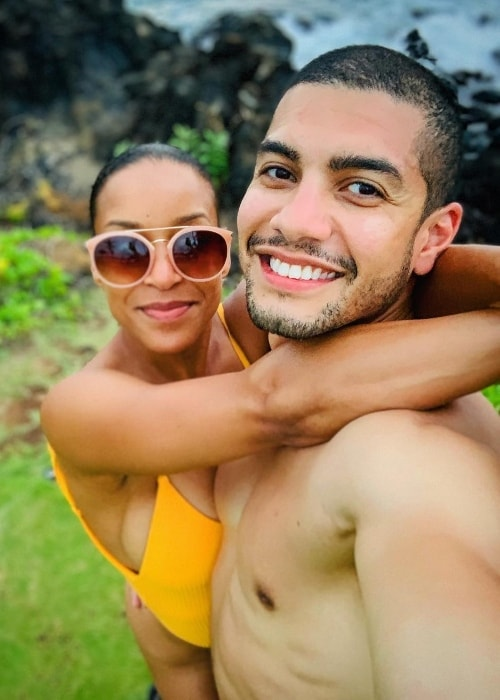 Rick Gonzalez posing shirtless while taking a selfie with his wife in Wailea-Makena, Hawaii
