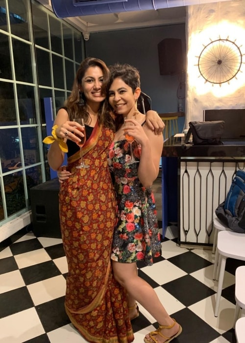 Sriti Jha as seen in a picture with Farishte Irani in February 2019