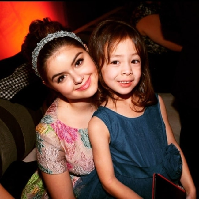 A young Aubrey Anderson-Emmons as seen in a picture with her 'Modern Family' co-star, Ariel Winter