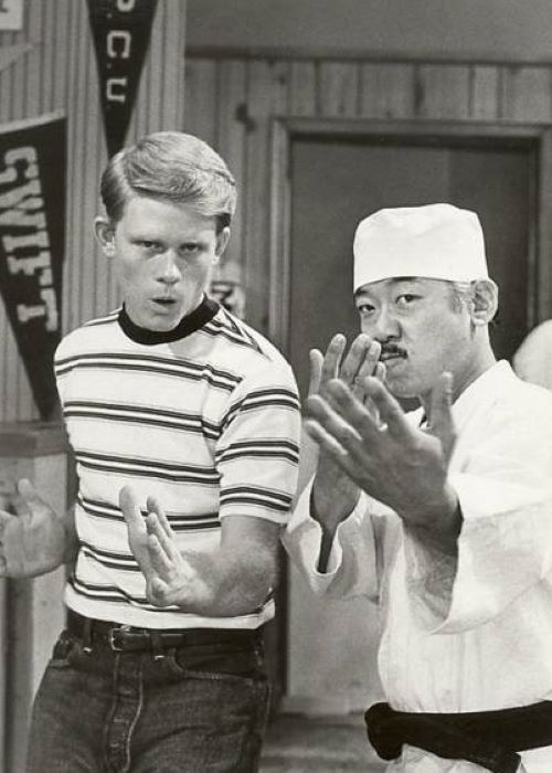 ABC promotional Photo for the TV series Happy Days Depicting Ron Howard and Pat Morita in the 1975 episode Richie Fights Back