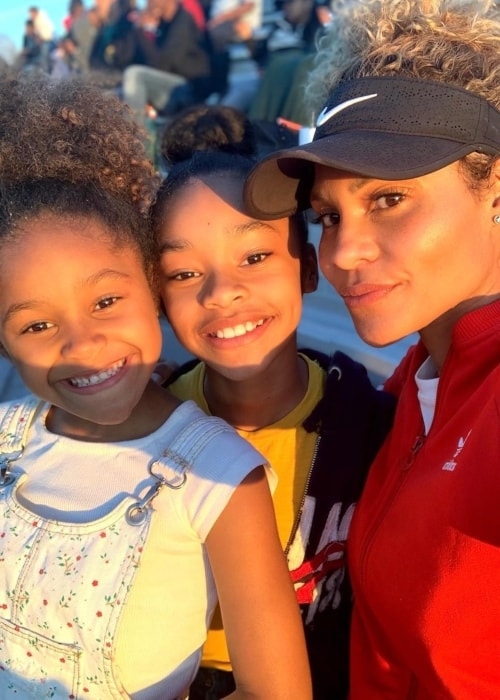Akira Akbar as seen in a selfie taken with her mother Kitty and sister Azari Akbar in April 2019