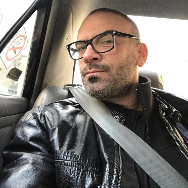 Alan van Sprang as seen while taking a car selfie in February 2019