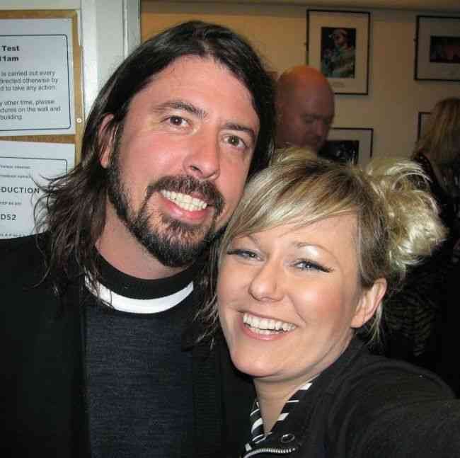 British singer songwriter Nika Boon with Dave Grohl at the Brixton Academy in London