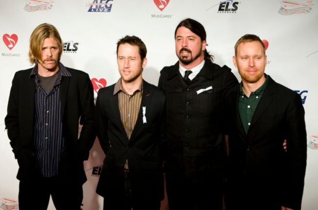 Dave Grohl with his bandmates from Foo Fighters in 2009