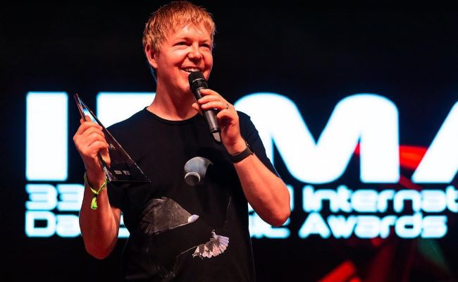 John Digweed Receiving Legacy Award at the IDMA2019 Awards