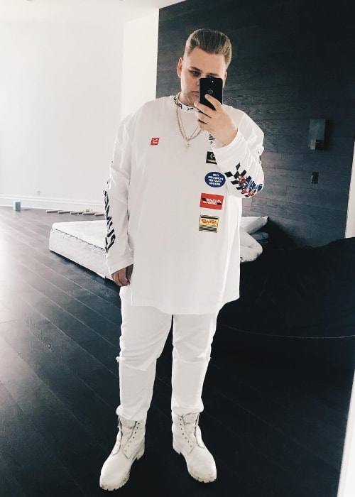Nick Crompton as seen while taking a mirror selfie in a white outfit in November 2017