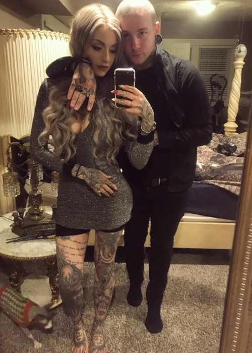 Ryan Ashley Malarkey appearing in a selfie with boyfriend Josh Balz on New Year's Day 2017