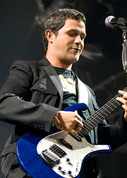 Alejandro Sanz during a performance in 2007