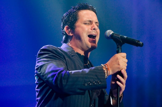 Alejandro Sanz during a performance in May 2008