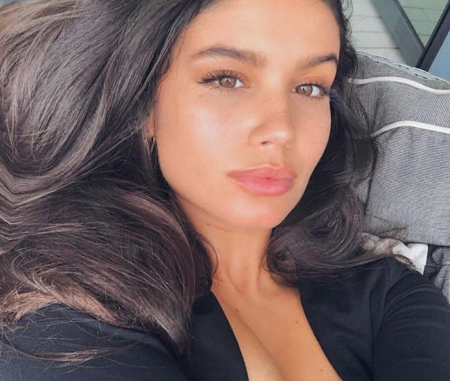 Anne de Paula in an Instagram selfie as seen in December 2018