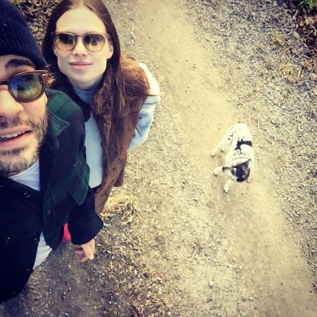 Celina Sinden as seen in a selfie with her beau Rossif Sutherland and her dog Partout in December 2015