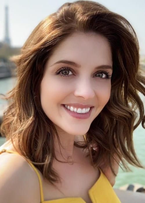 Jen Lilley in an Instagram selfie as seen in April 2019