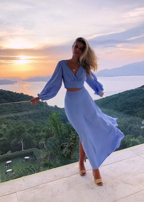 Natasha Oakley as seen while posing for a picture with a stunning backdrop of the setting sun in Encanto Acapulco in August 2018