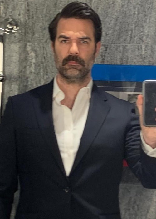 Rob Delaney in a selfie as seen in March 2019