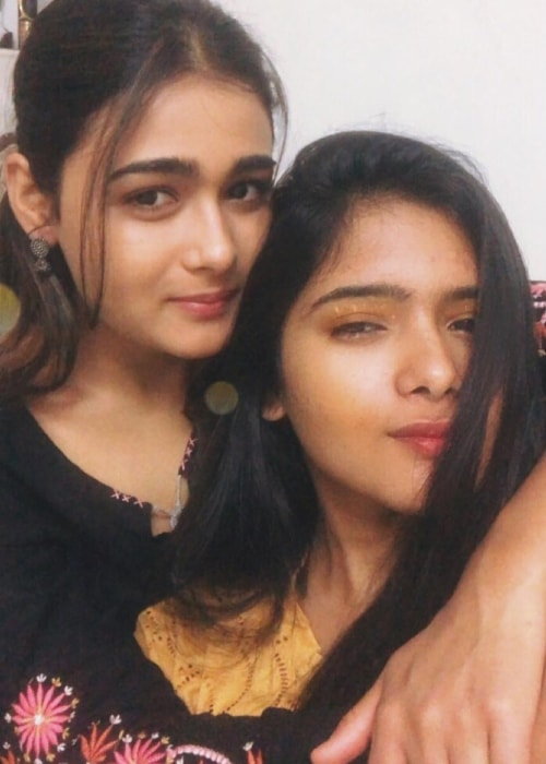 Shalini Pandey as seen in a selfie with her sister Pooja Pandey in February 2019