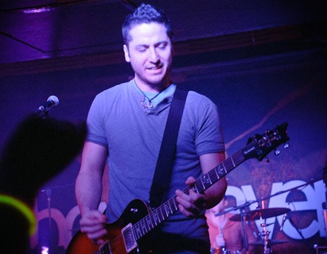 Alejandro Manzano performing in Glasgow in November 2010