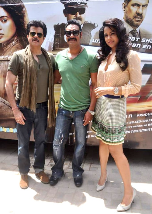 Anil Kapoor, Ajay Devgn, Sameera Reddy at Tezz promotional bus ride in April 2012