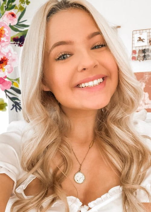 Ella Elbells in an Instagram selfie as seen in March 2019