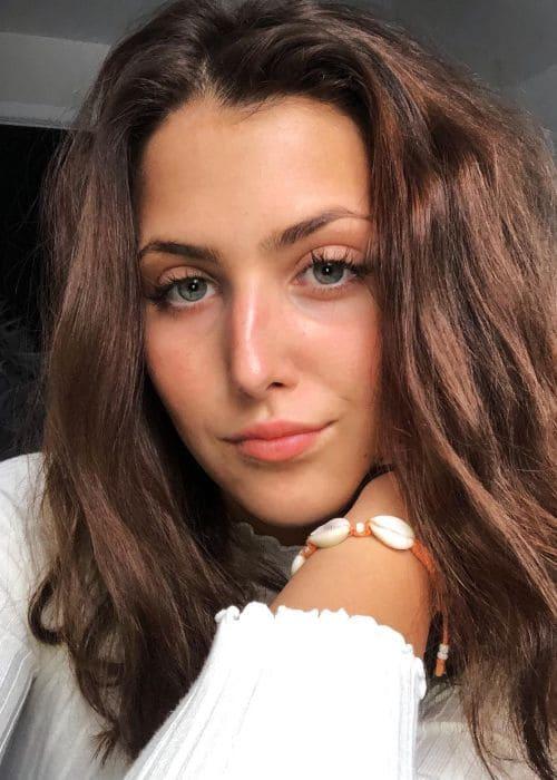 Ella Meloche in an Instagram selfie as seen in February 2019