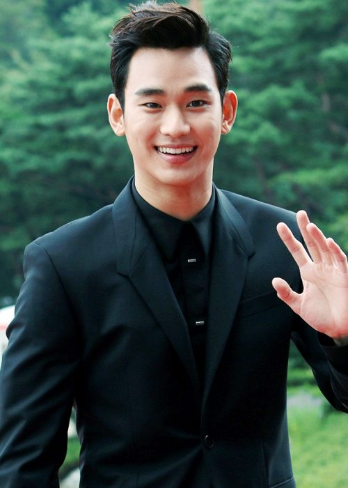 Kim Soo-hyun at the Seoul Drama Awards in October 2014