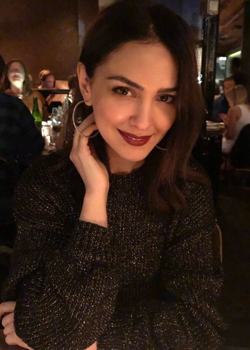 Nazanin Boniadi looking gorgeous while posing for a picture enjoying her birthday weekend at Gjelina in May 2019