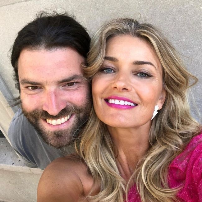 Paulina taking a selfie with fashion photographer Dan Mastersen in June 2019