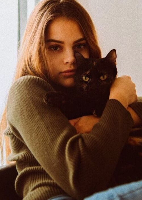 Reina Angélica as seen in a picture with her cat Mona Lisa in November 2018