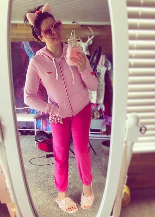 Breland Emory as seen while taking a mirror selfie in a pink outfit while on her way to Target and Starbucks in May 2018