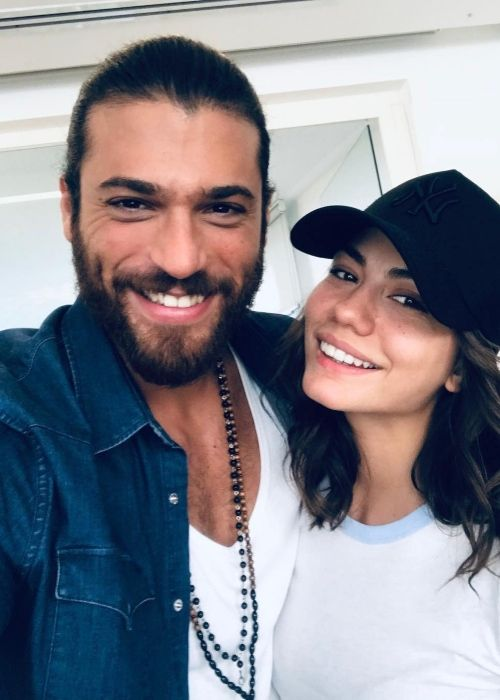 Can Yaman taking a selfie with girlfriend Demet Özdemir in October 2018