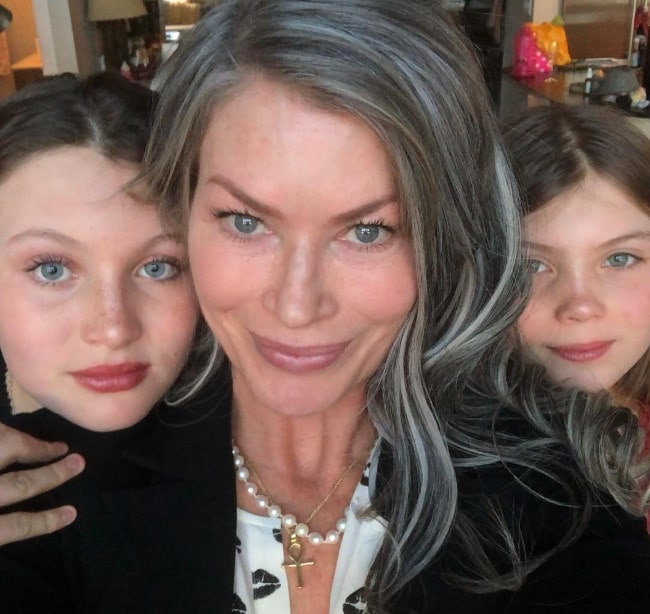 Carré Otis as seen while taking a selfie with her daughters in December 2018