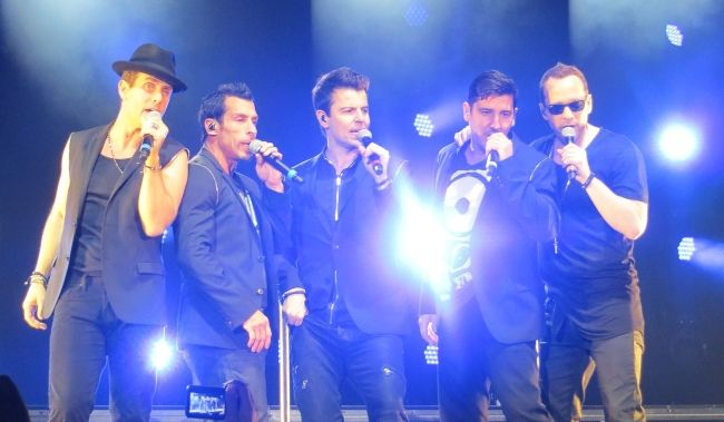 Donnie performing with his band New Kids On The Block at the European Tour in 2014