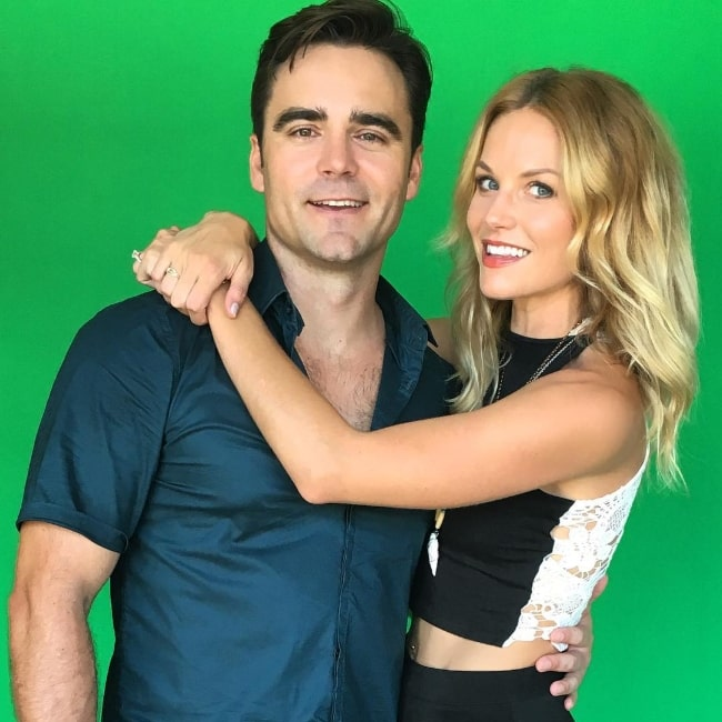 Dustin Clare as seen while posing for a picture with Ellen Hollman at SpartaCon in August 2016