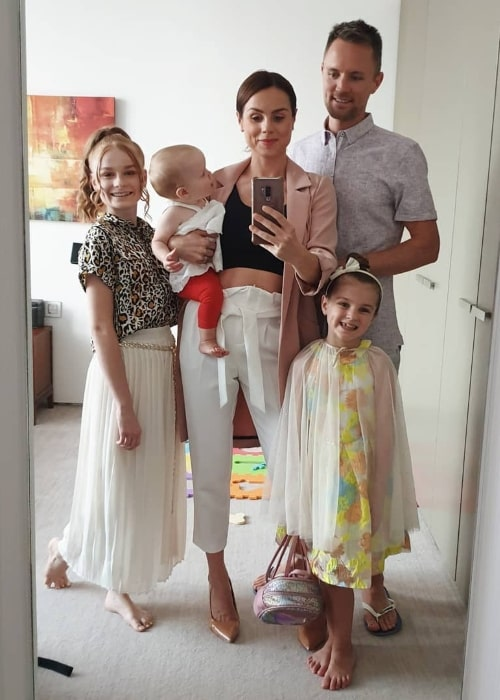 Georgie Fizz as seen while taking a mirror selfie with husband, Darren Fizz, and their daughters in Dubai, United Arab Emirates in May 2019