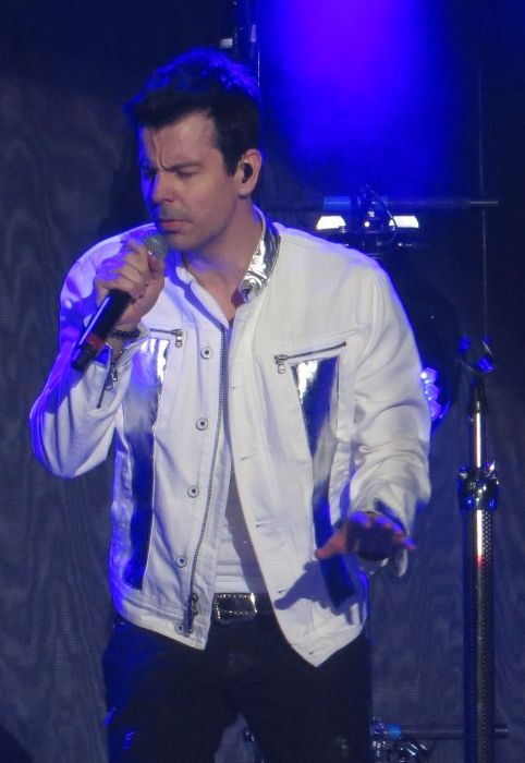 Jordan Knight performing with KNOTB at the European Tour in 2014