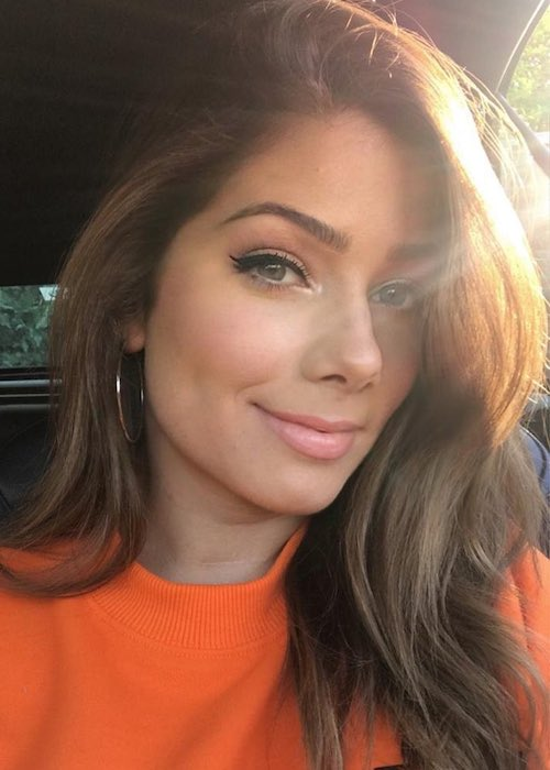 Nikki Sanderson in a calr selfie under the bright sun in May 2019