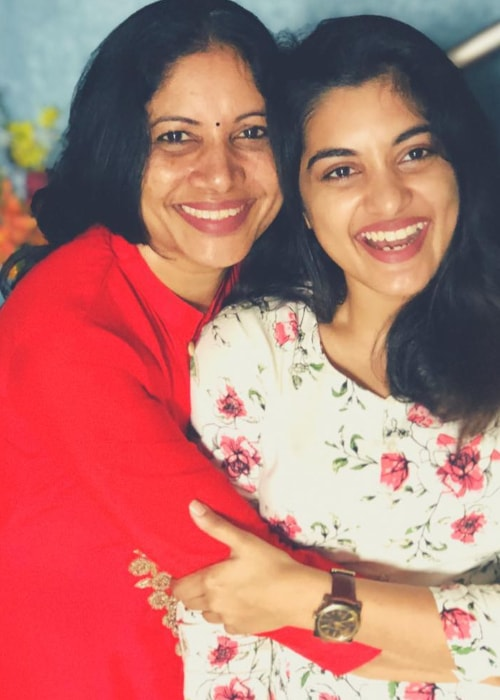 Nivetha Thomas as seen in a picture with her mother in January 2019