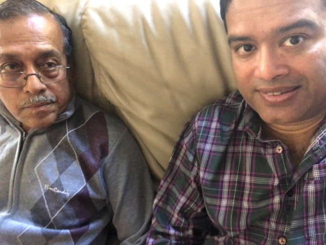 Paul Sinha as seen in a Twitter selfie with his father i June 2019