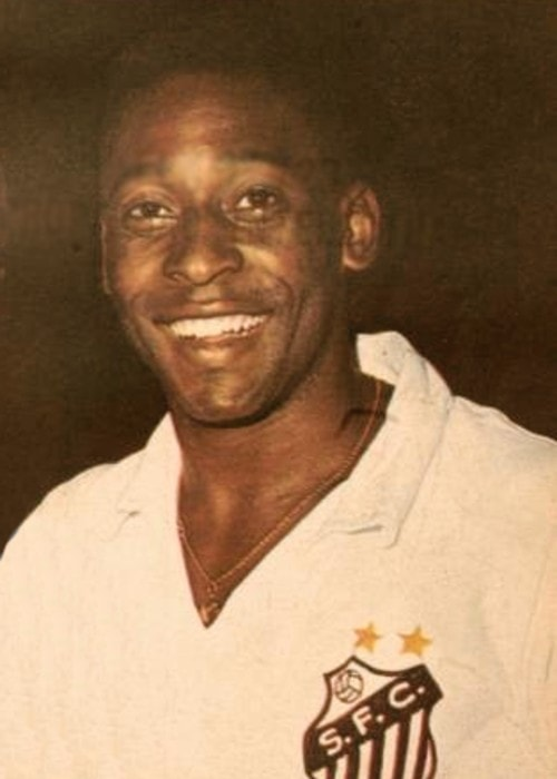 Pelé photographed in 1970 before a match between Santos FC and Boca Juniors in Argentina
