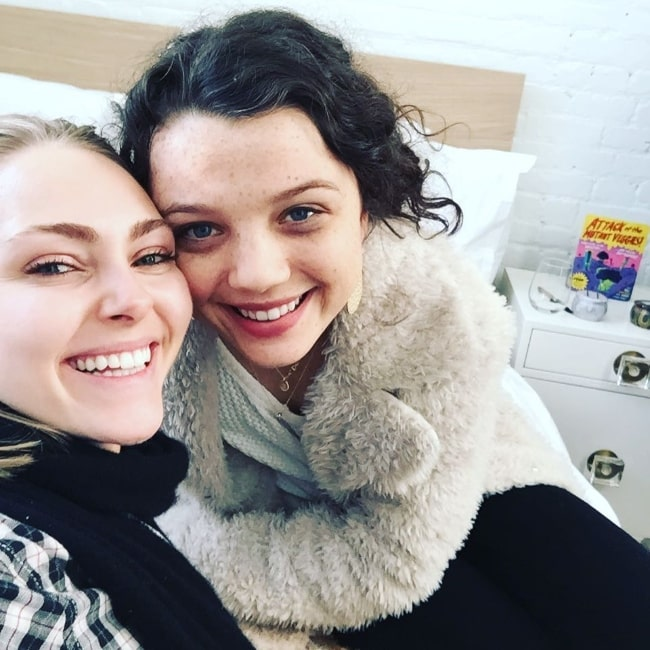 Stefania LaVie Owen (Right) as seen in a selfie with actress AnnaSophia Robb in January 2017