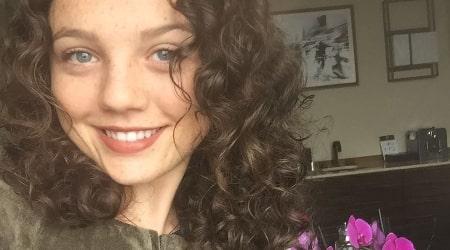 Stefania LaVie Owen Height, Weight, Age, Body Statistics