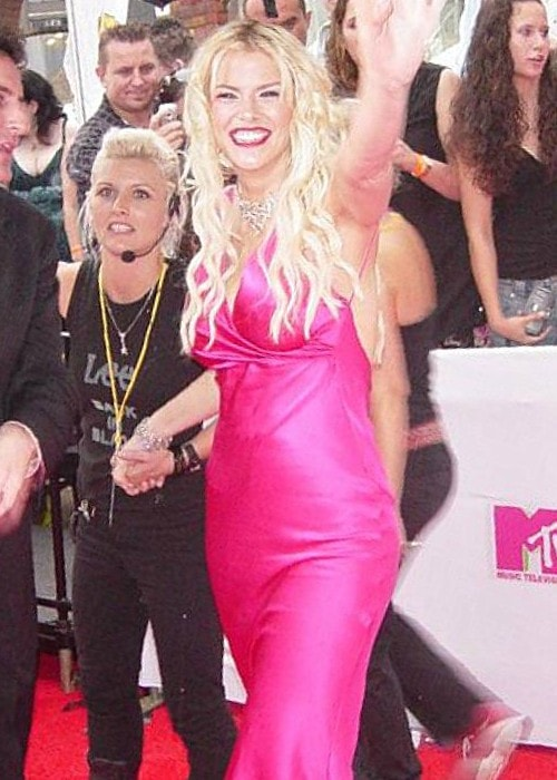 Anna Nicole Smith on the red carpet for 2005 MTV Video Music Awards