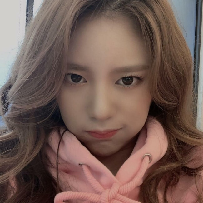 Daisy as seen posing for a selfie in February 2019