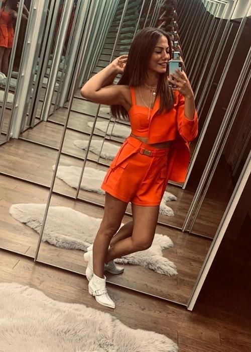 Demet Özdemir as seen while taking a mirror selfie in July 2019