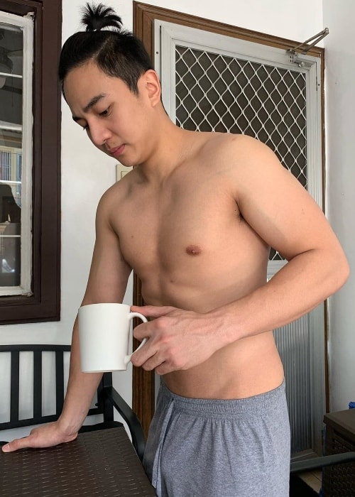 Jak Roberto as seen while posing shirtless for the camera along with his coffee mug in April 2019