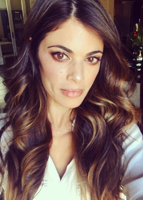 Lindsay Hartley as seen while taking a selfie showing her gorgeous hair before going out on a Friday night in April 2017