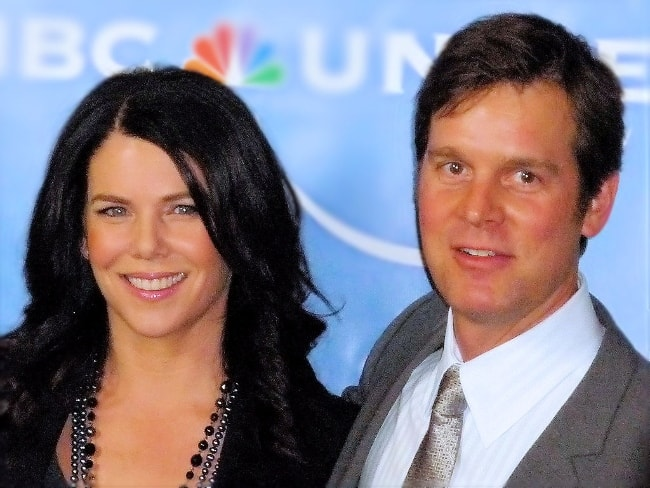 Peter Krause as seen while posing for a picture with Lauren Graham in February 2008