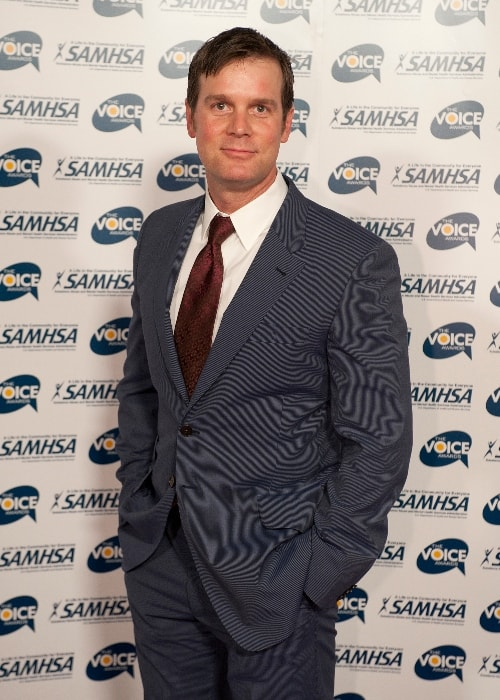 Peter Krause as seen while posing for the camera on the red carpet at the 2010 Voice Awards at Paramount Studios in Hollywood, Los Angeles, California, United States in October 2010